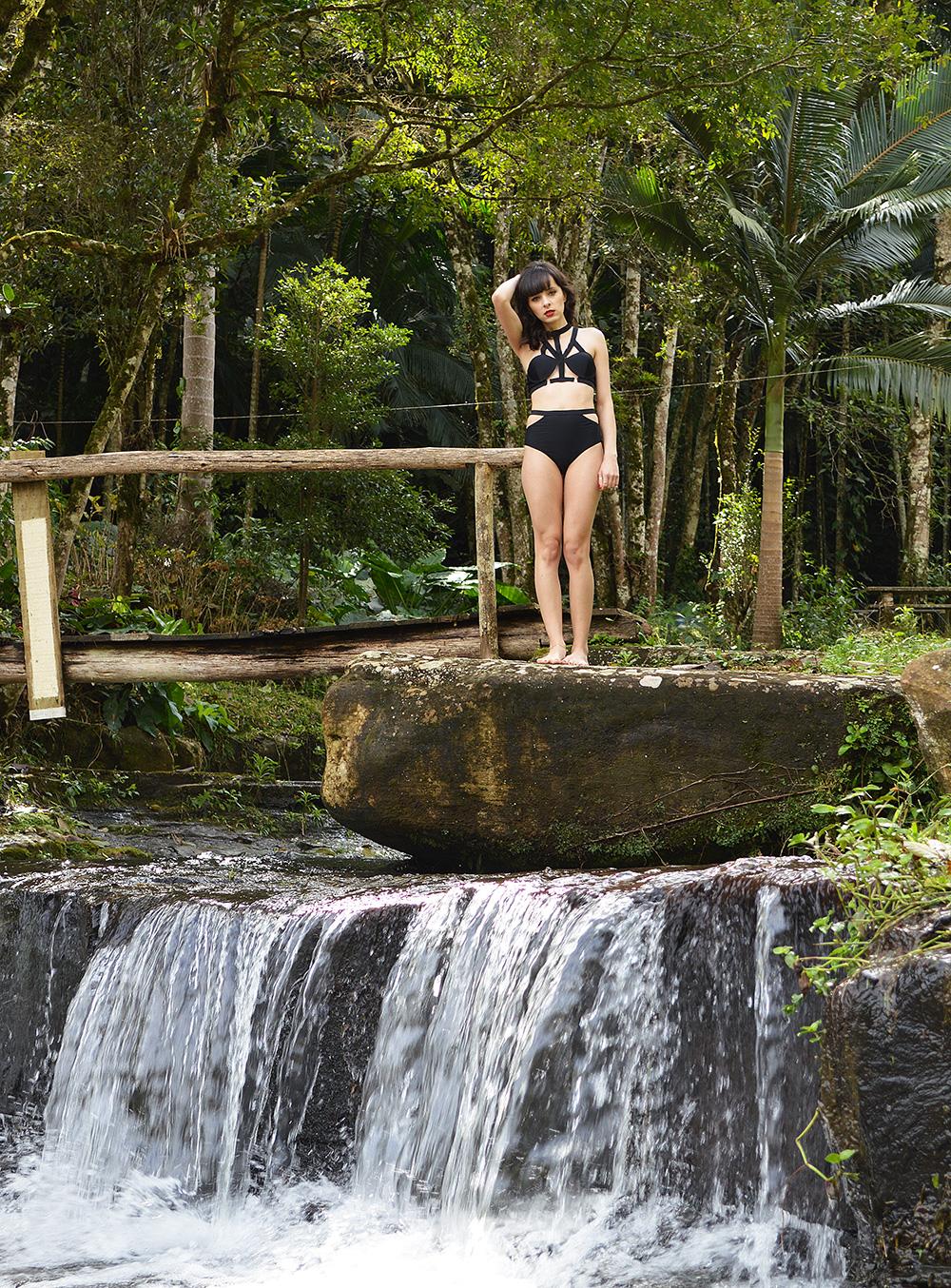 look-every-teardrop-is-a-waterfall-blog-ela-inspira-strappy-bikini-1