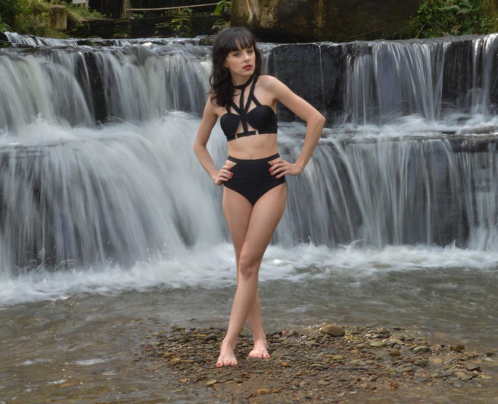 look-every-teardrop-is-a-waterfall-blog-ela-inspira-strappy-bikini-3