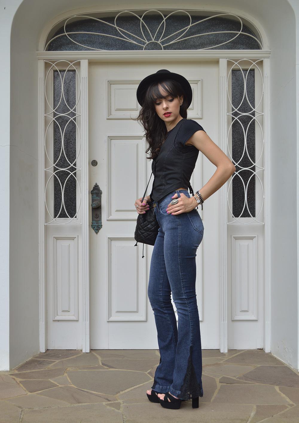 4-looks-com-calcas-jeans-para-se-inspirar-blog-ela-inspira-flare-com-renda