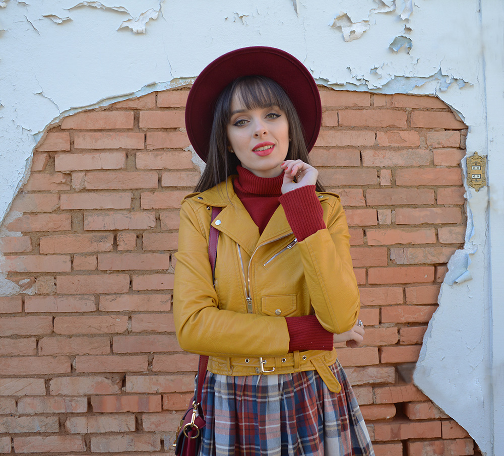 miss-atomic-bomb-look-com-jaqueta-amarela-blog-ela-inspira-4