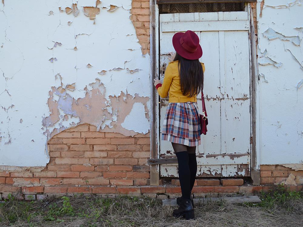 miss-atomic-bomb-look-com-jaqueta-amarela-blog-ela-inspira-5