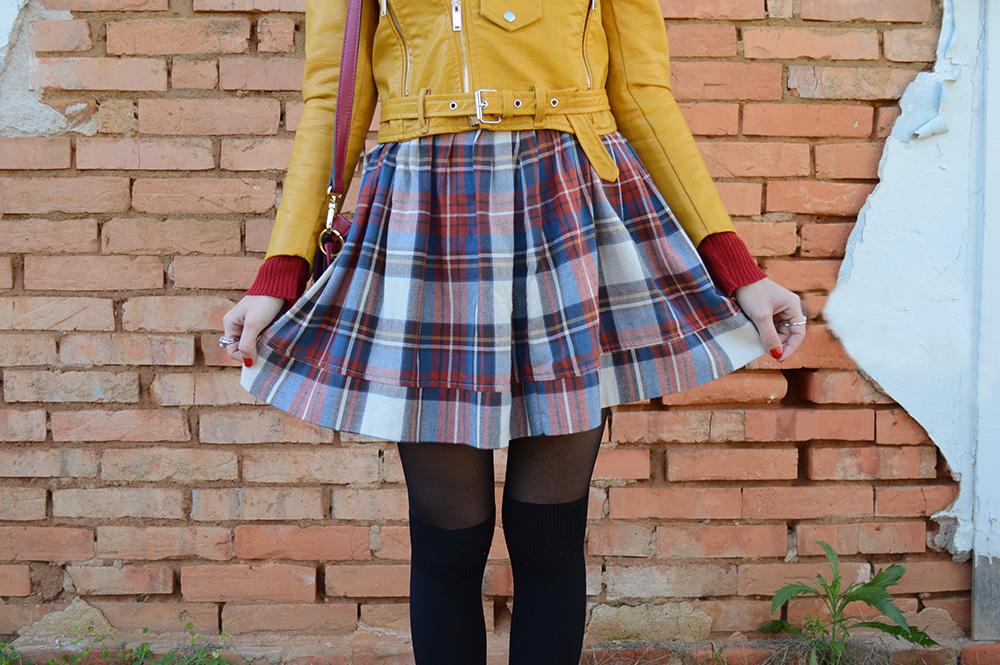 miss-atomic-bomb-look-com-jaqueta-amarela-blog-ela-inspira-9